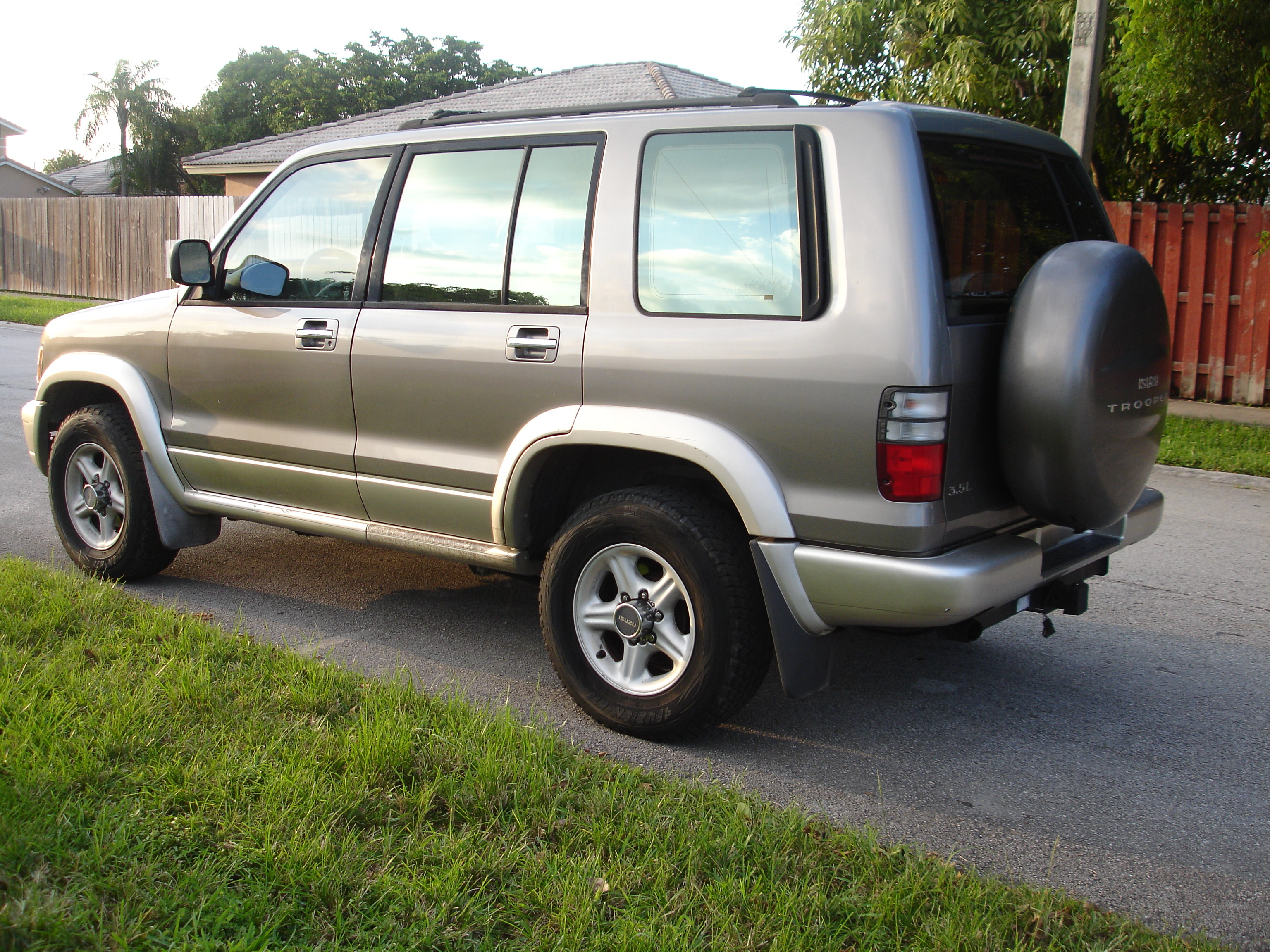 2002 ISUZU TROOPER - Image #13