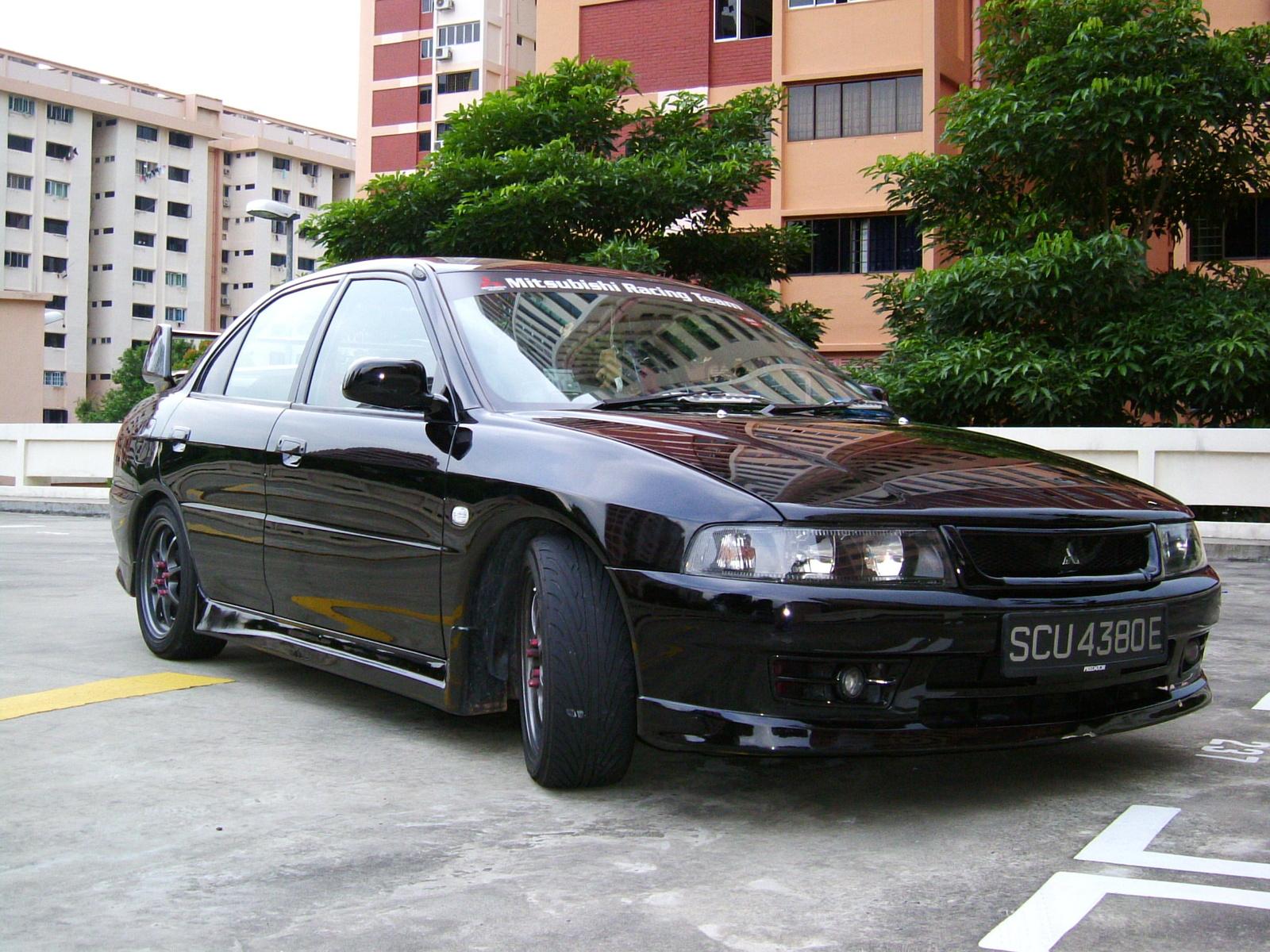 2002 Mitsubishi Mirage Image 10