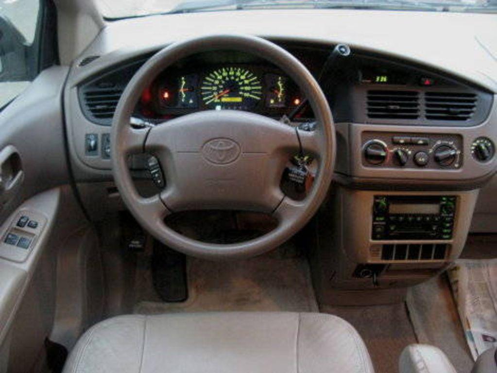 2002 Toyota Sienna Image 12