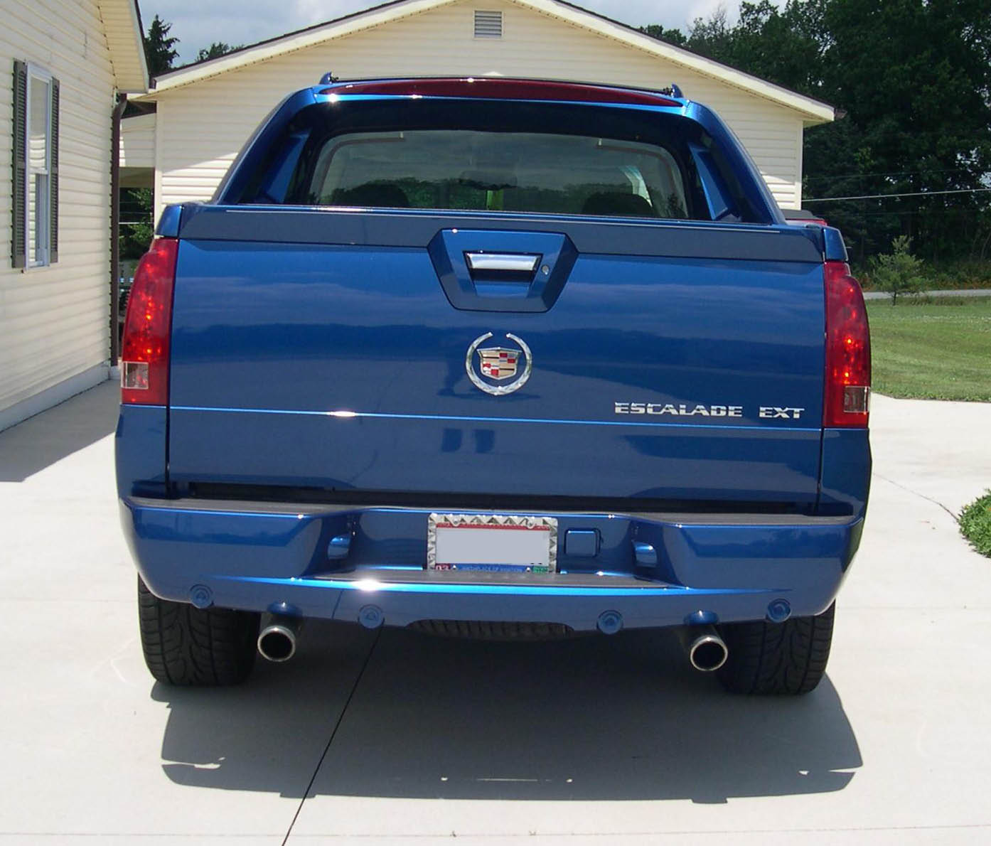 2003 cadillac escalade ext information and photos zombiedrive. Black Bedroom Furniture Sets. Home Design Ideas
