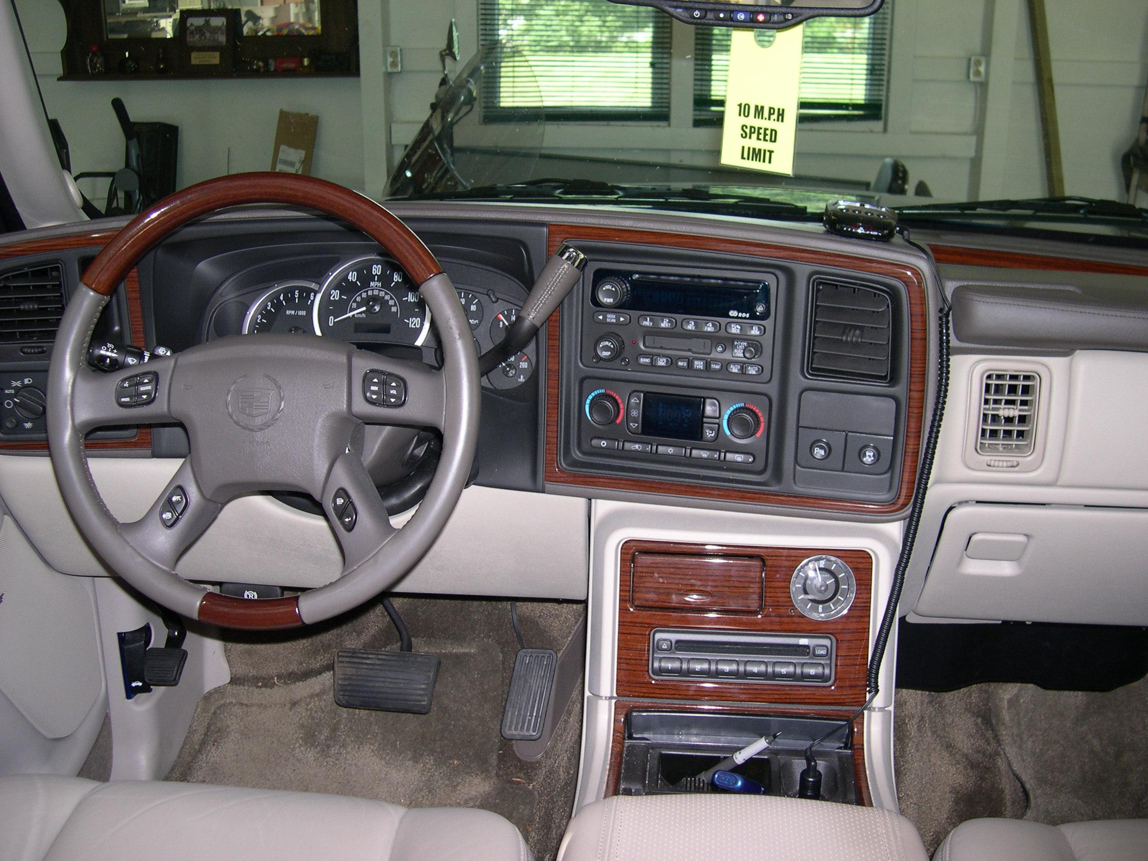 2003 Cadillac Escalade EXT - Information and photos - ZombieDrive