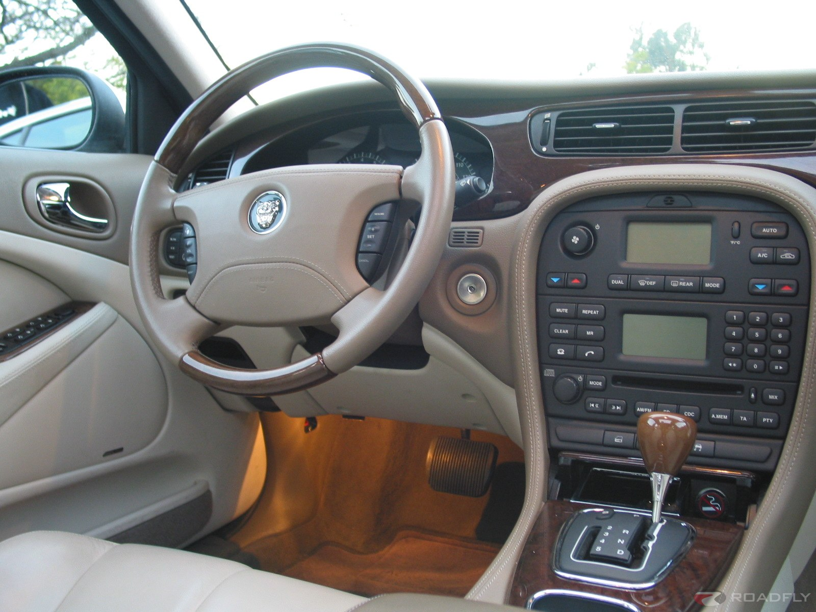 2003 Jaguar S Type 11