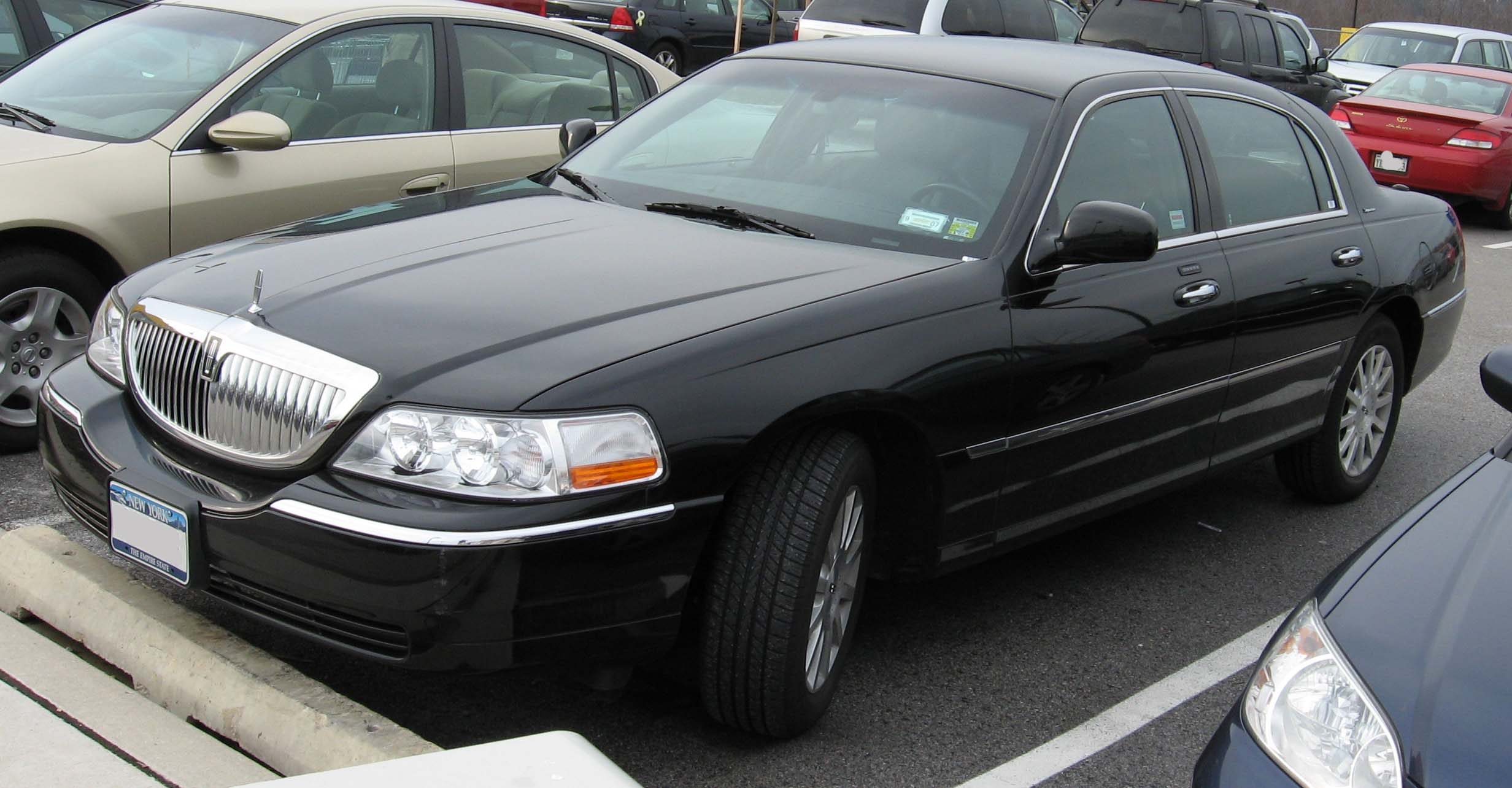 2003 Lincoln Town Car Image 8