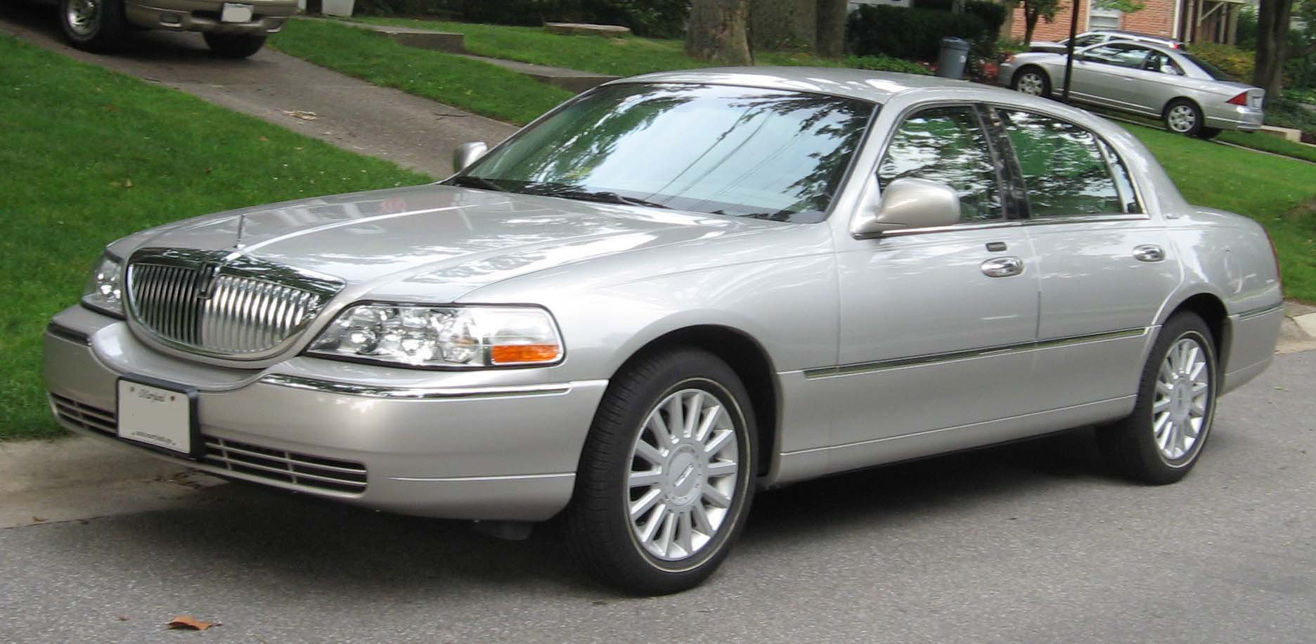 2003 Lincoln Town Car Image 10