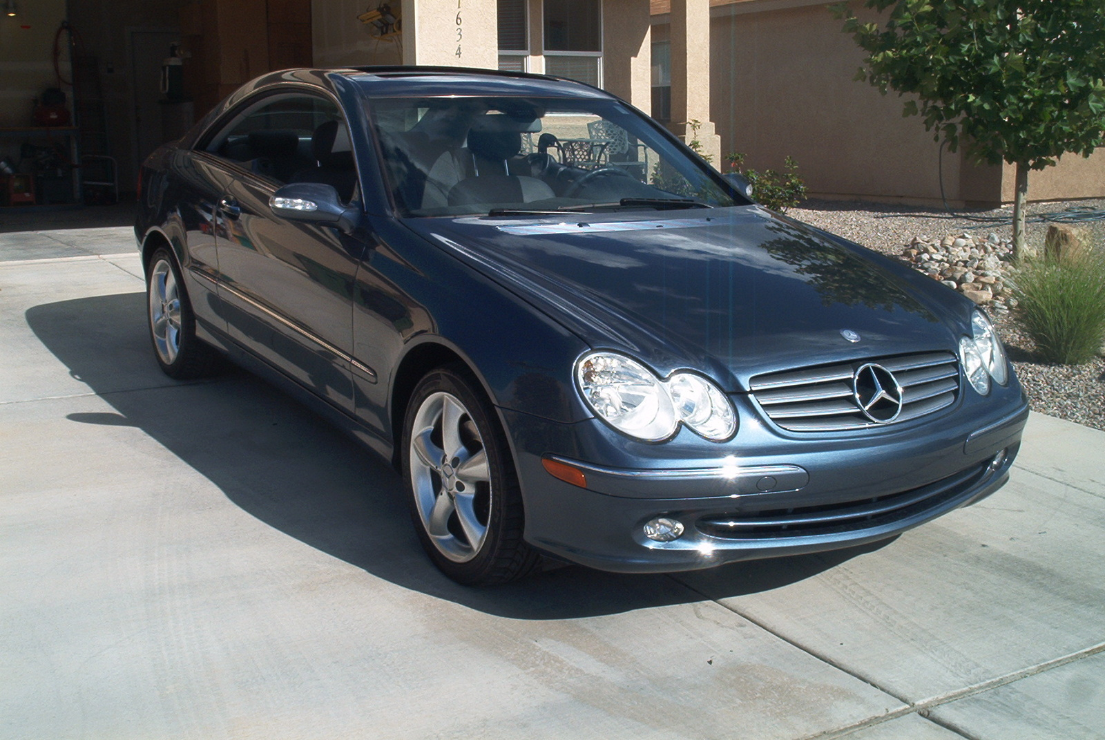 2003 mercedes benz clk class information and photos for Mercedes benz 2003