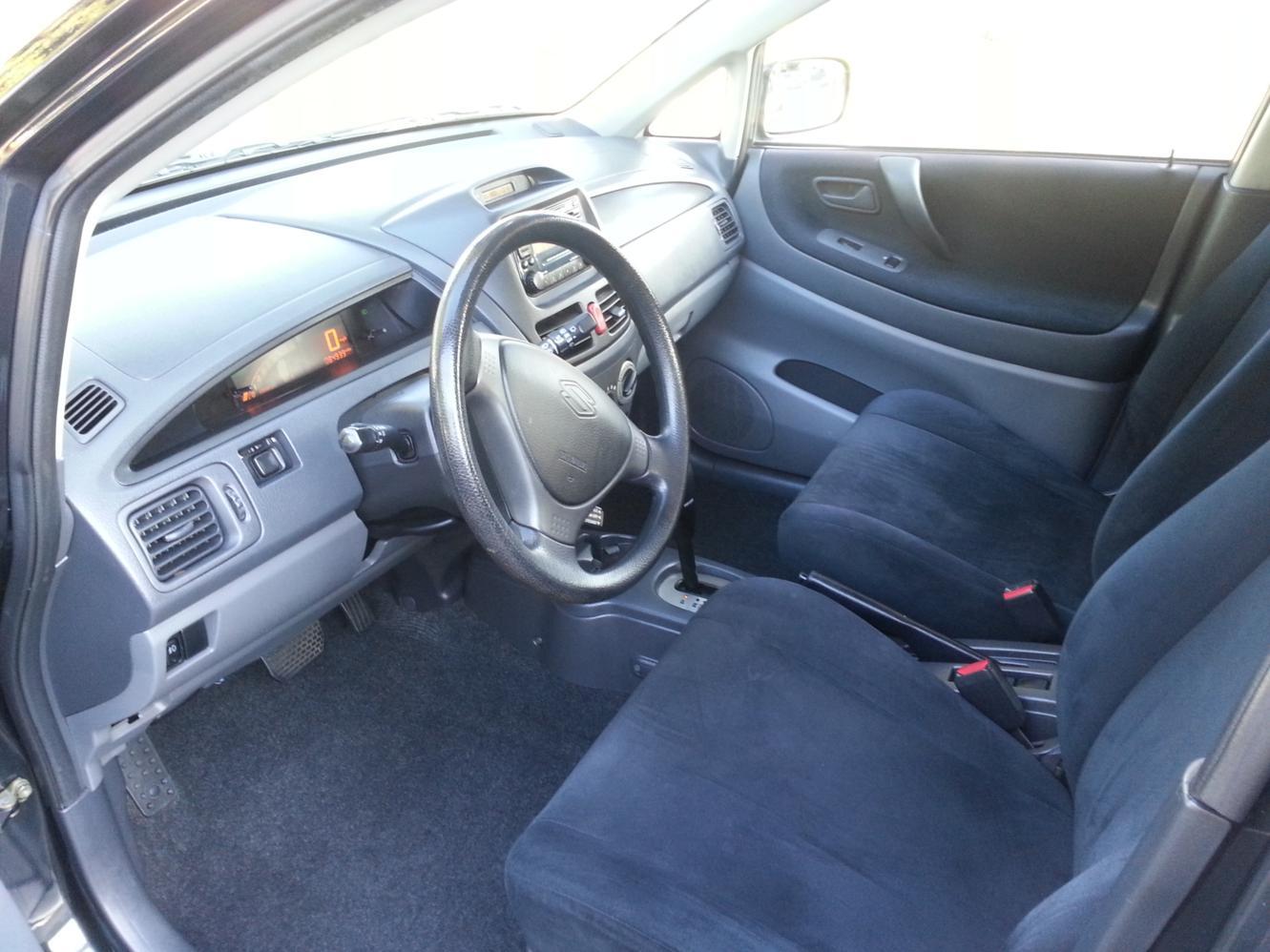 2003 Suzuki Aerio Image 4