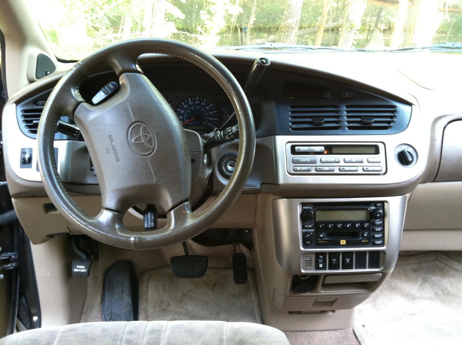 2003 Toyota Sienna Image 12