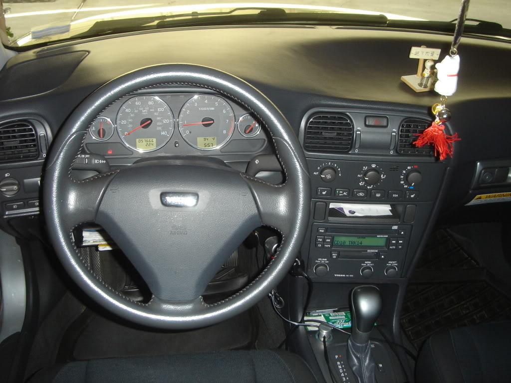 Volvo v40 interior autos post for Interior volvo v40