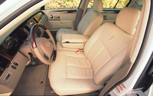 2003 Lincoln Town Car Car interior #4