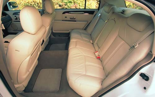 2003 Lincoln Town Car Car interior #2