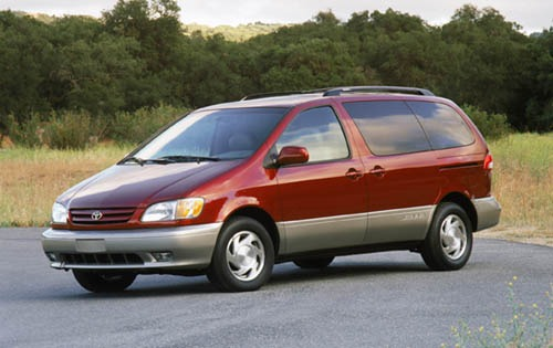 2002 Toyota Sienna LE 4dr exterior #2