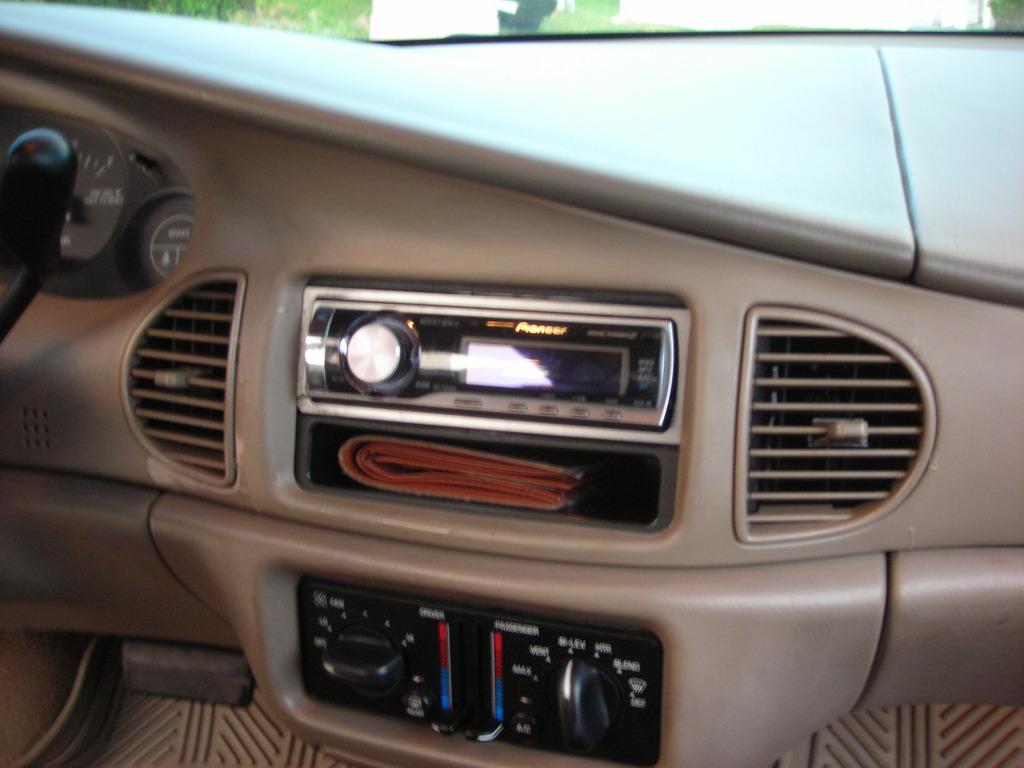 2004 Buick Century Image 11