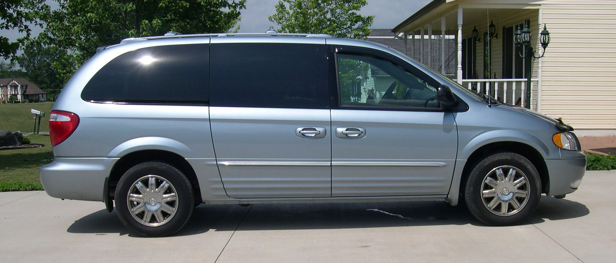 2004 chrysler town and country mpg