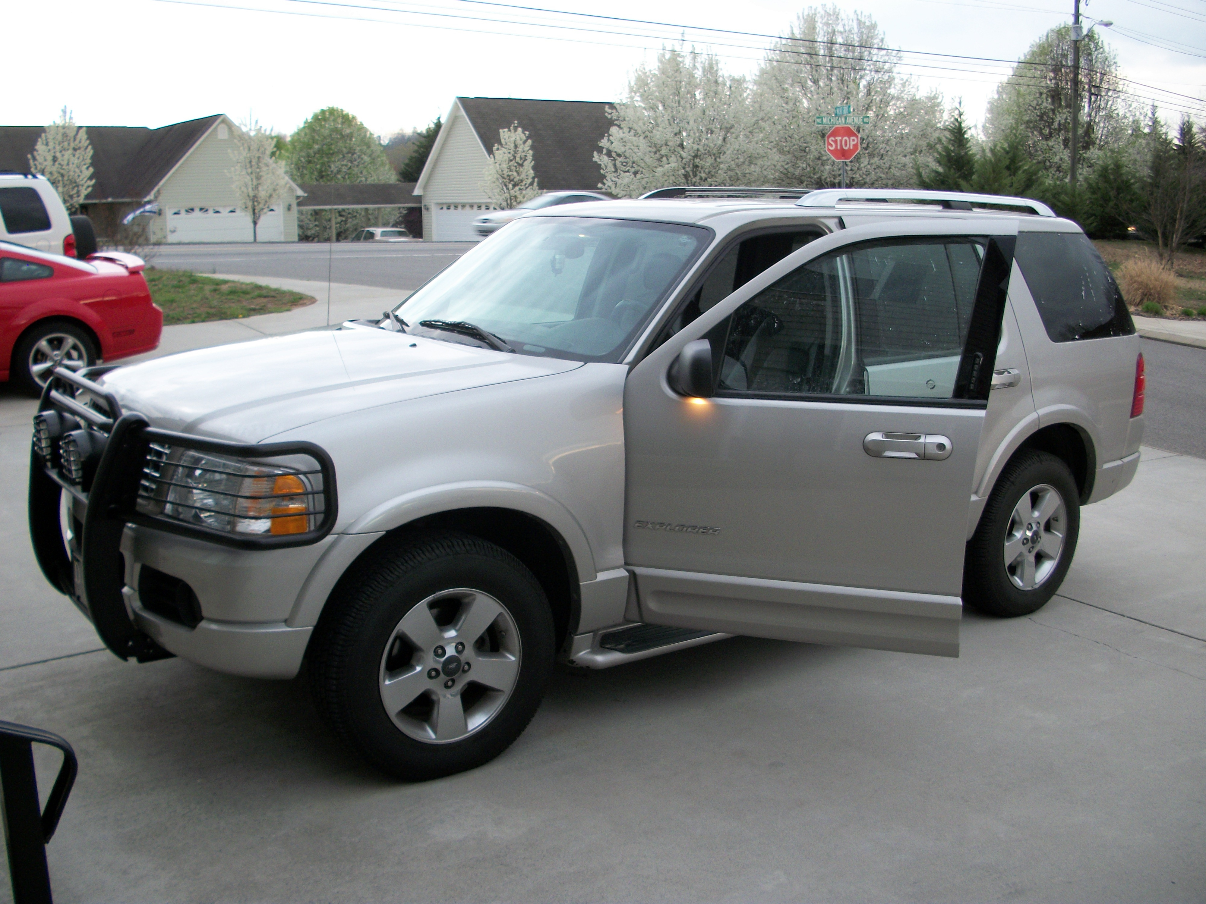 2004 ford explorer - image #5