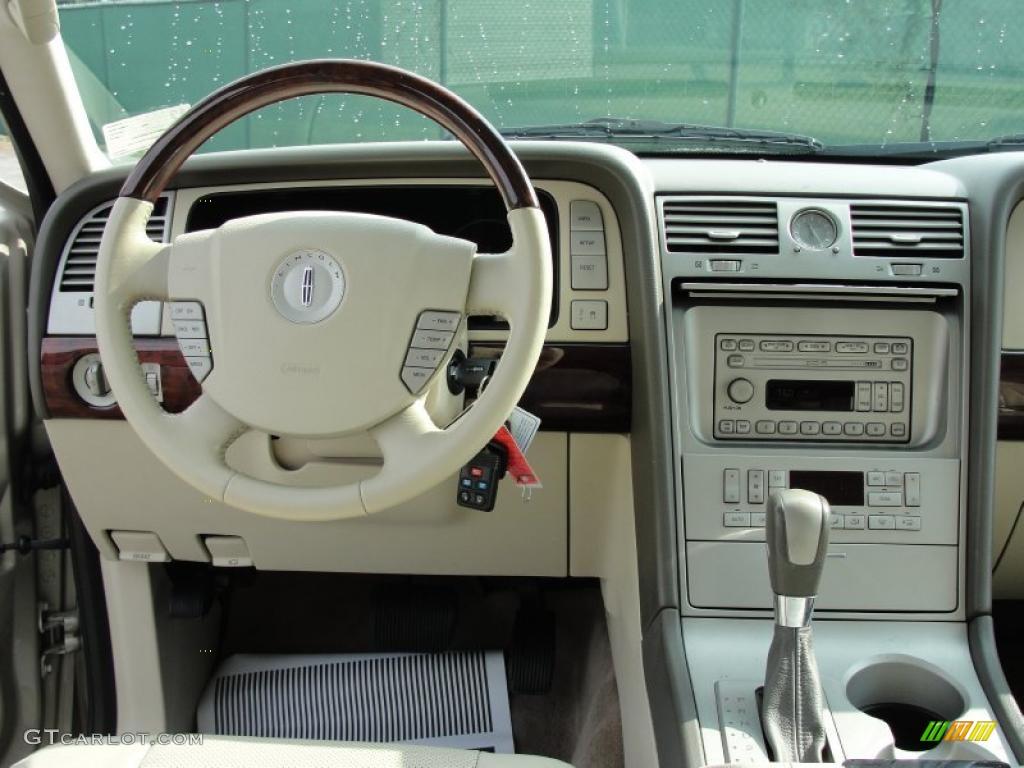 2004 Lincoln Navigator Image 4