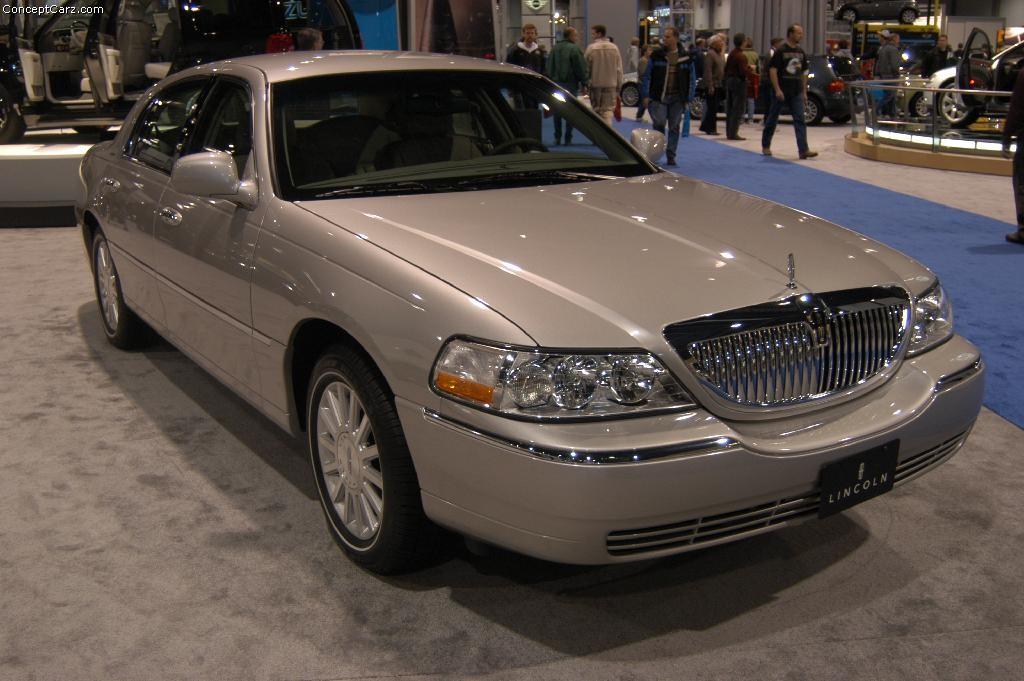 2004 Lincoln Town Car 5