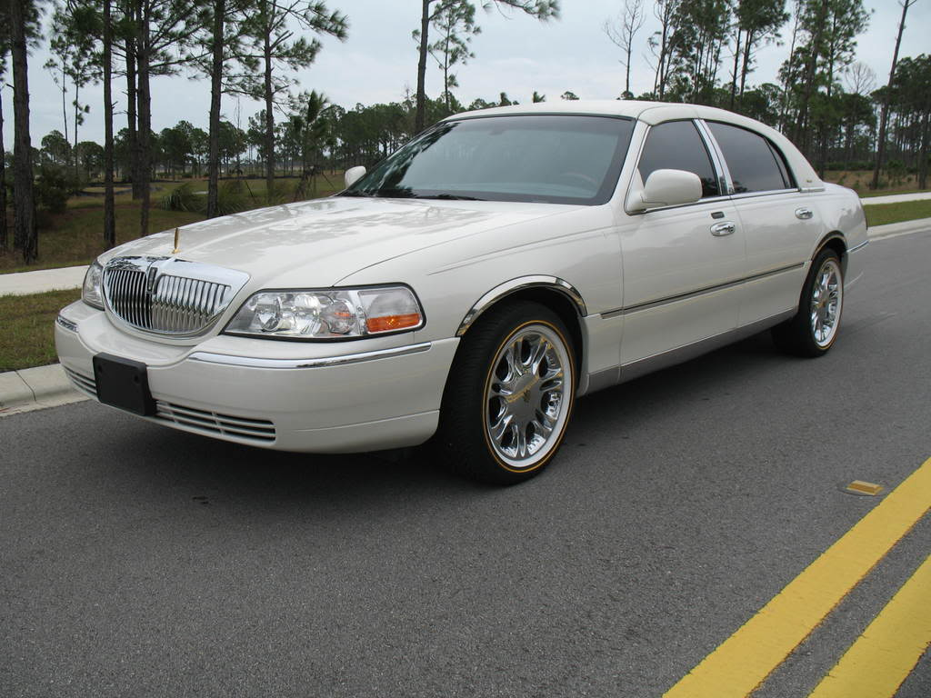 2004 Lincoln Town Car Information And Photos Zombiedrive