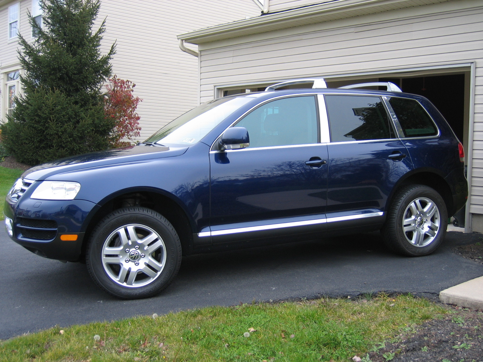 2004 volkswagen touareg information and photos zombiedrive. Black Bedroom Furniture Sets. Home Design Ideas