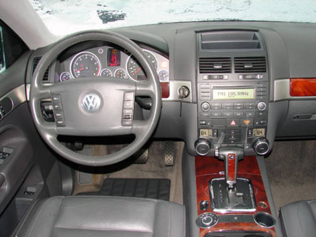 2004 Volkswagen Touareg Information And Photos Zombiedrive