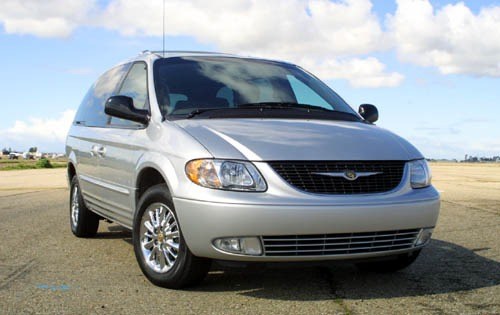 2002 Chrysler Town and Co exterior #1