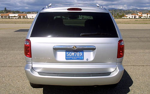 2002 Chrysler Town and Co exterior #5