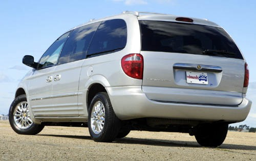 2002 Chrysler Town and Co exterior #3