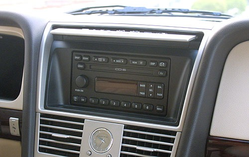 2004 Lincoln Aviator Rear interior #18