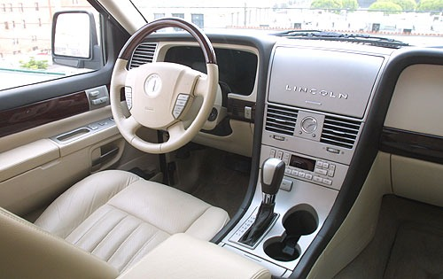 2004 Lincoln Aviator Rear interior #16