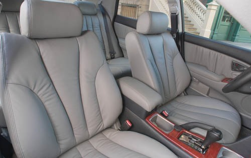 2004 Mitsubishi Diamante  interior #5