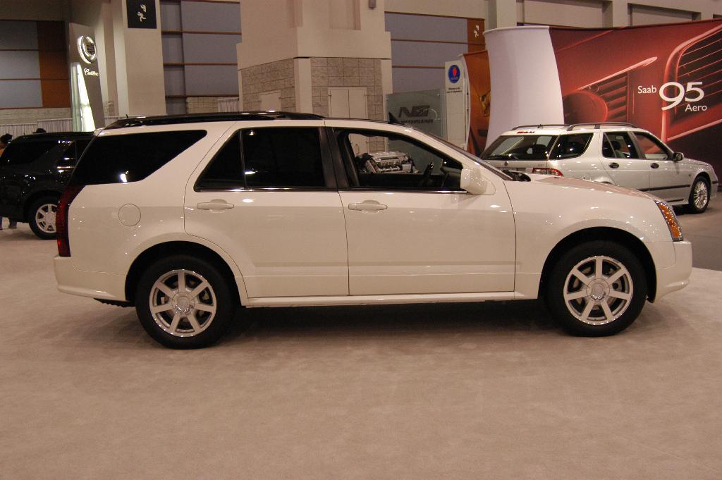 2005 Cadillac Srx Information And Photos Zombiedrive