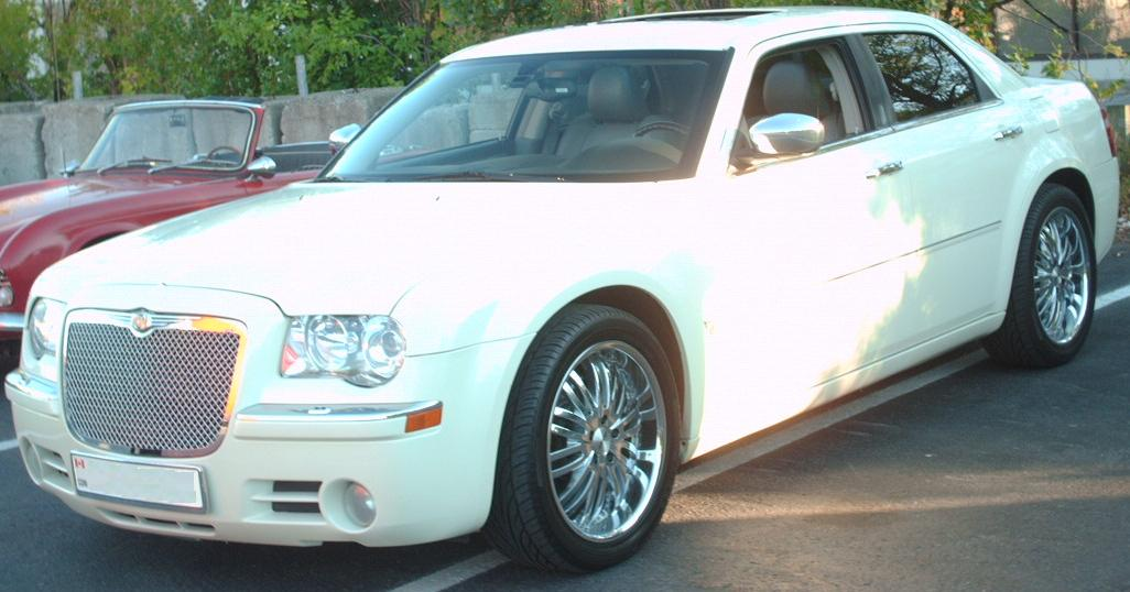2005 Chrysler 300 - Information and photos - ZombieDrive