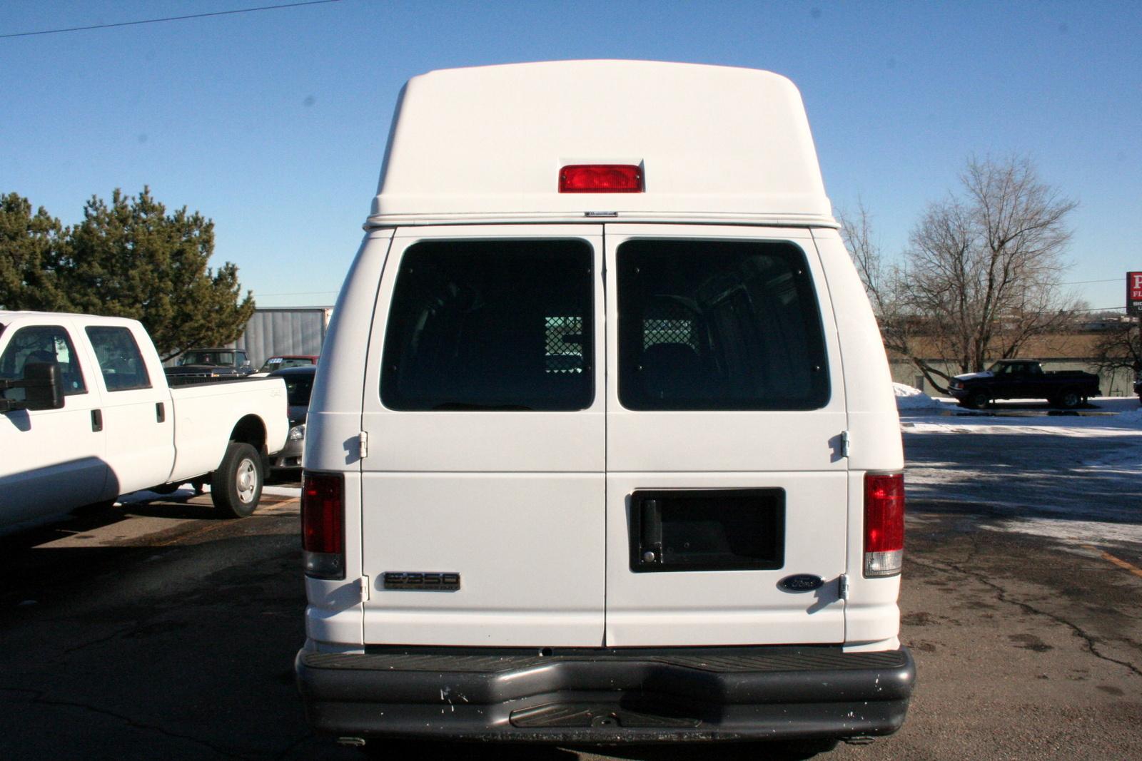 2005 Ford Econoline Cargo Image 8