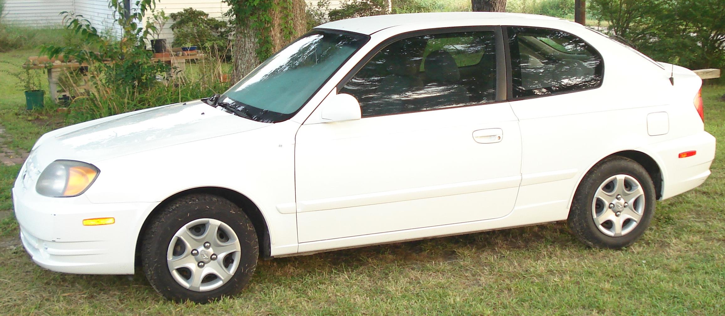 2005 Hyundai Accent Image 13
