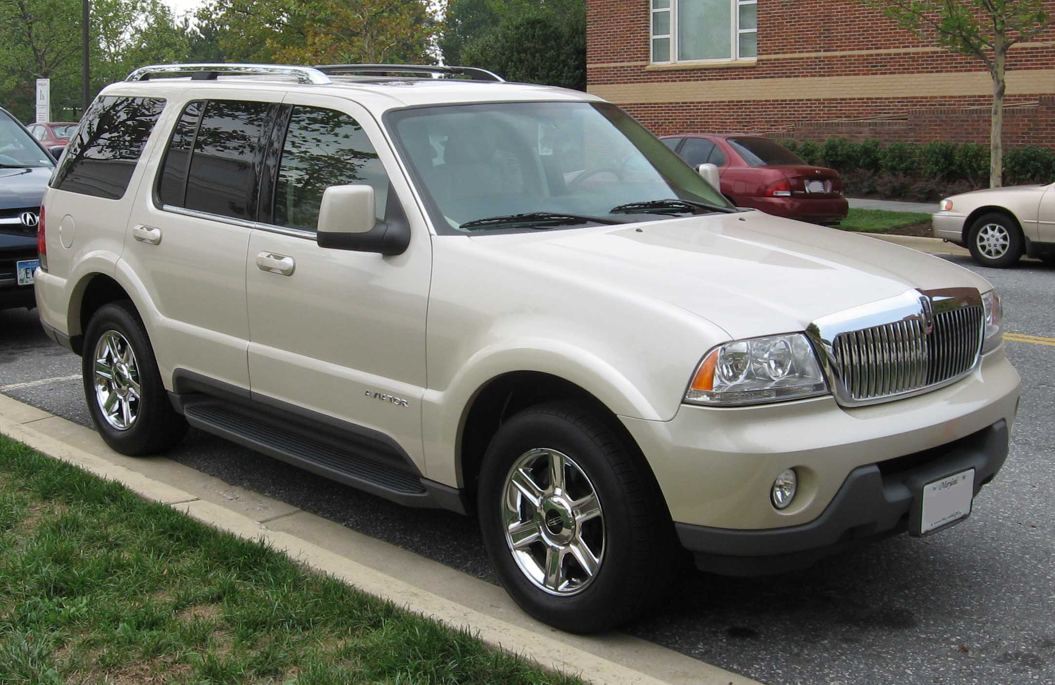 Lincoln Aviator #23