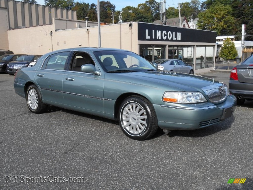 2005 Lincoln Town Car Image 18