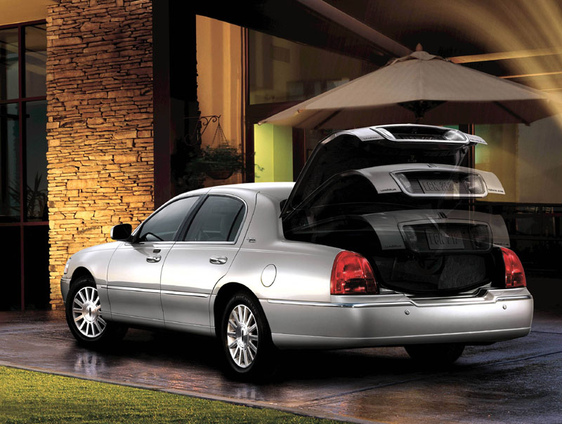 2005 Lincoln Town Car Image 17