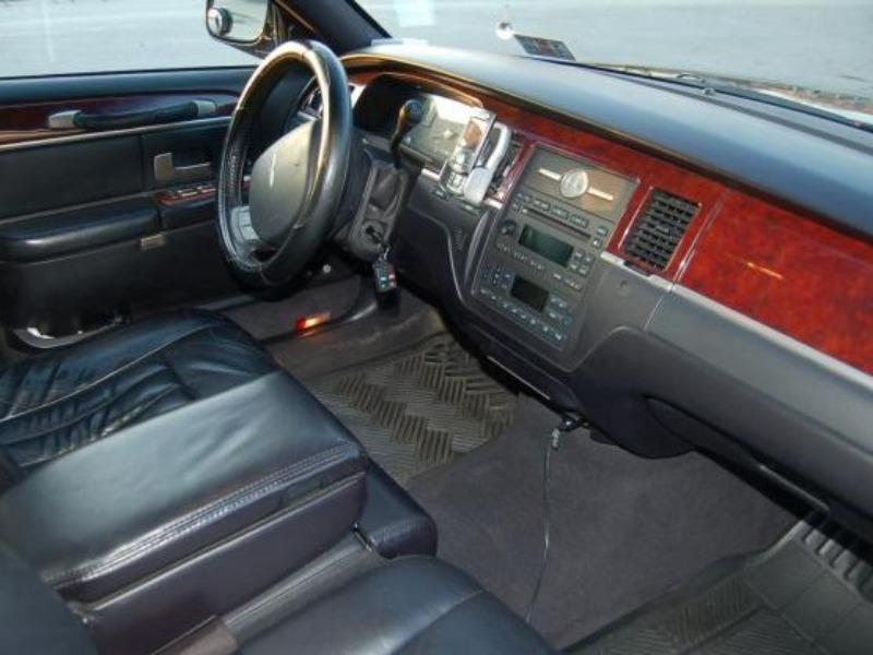 2005 Lincoln Town Car 25