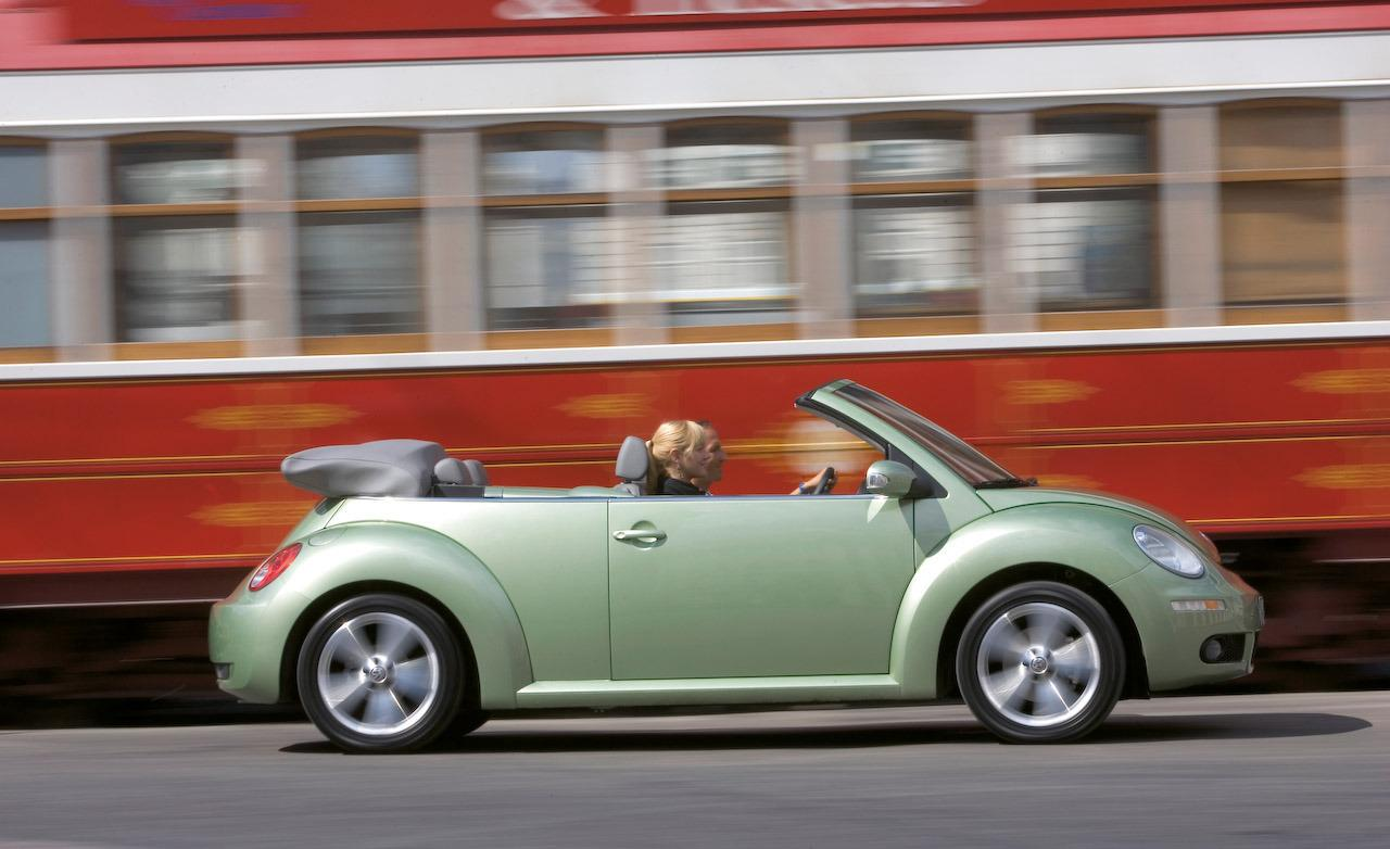 2005 Volkswagen New Beetle Image 11