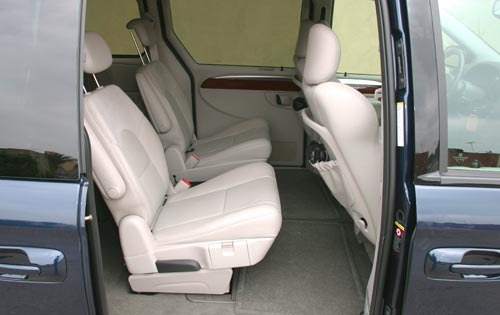 2005 Chrysler Town and Co interior #9