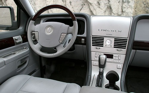 2004 Lincoln Aviator Rear interior #13
