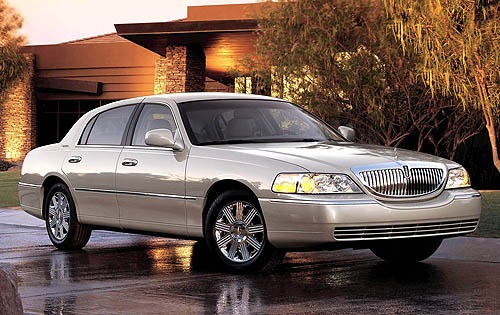 2005 Lincoln Town Car Sig exterior #1