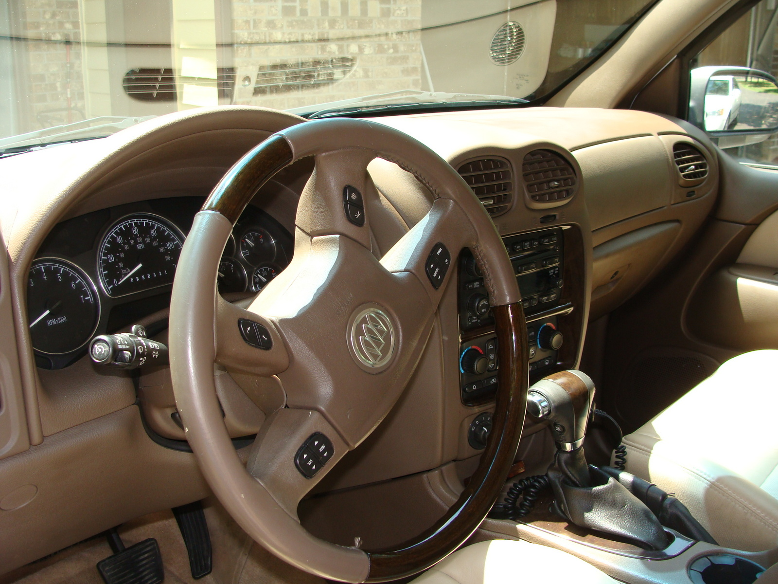 2004 Buick Rainier Cxl Interior Fuse Box On Information And Photos Zombiedrive 1600x1200