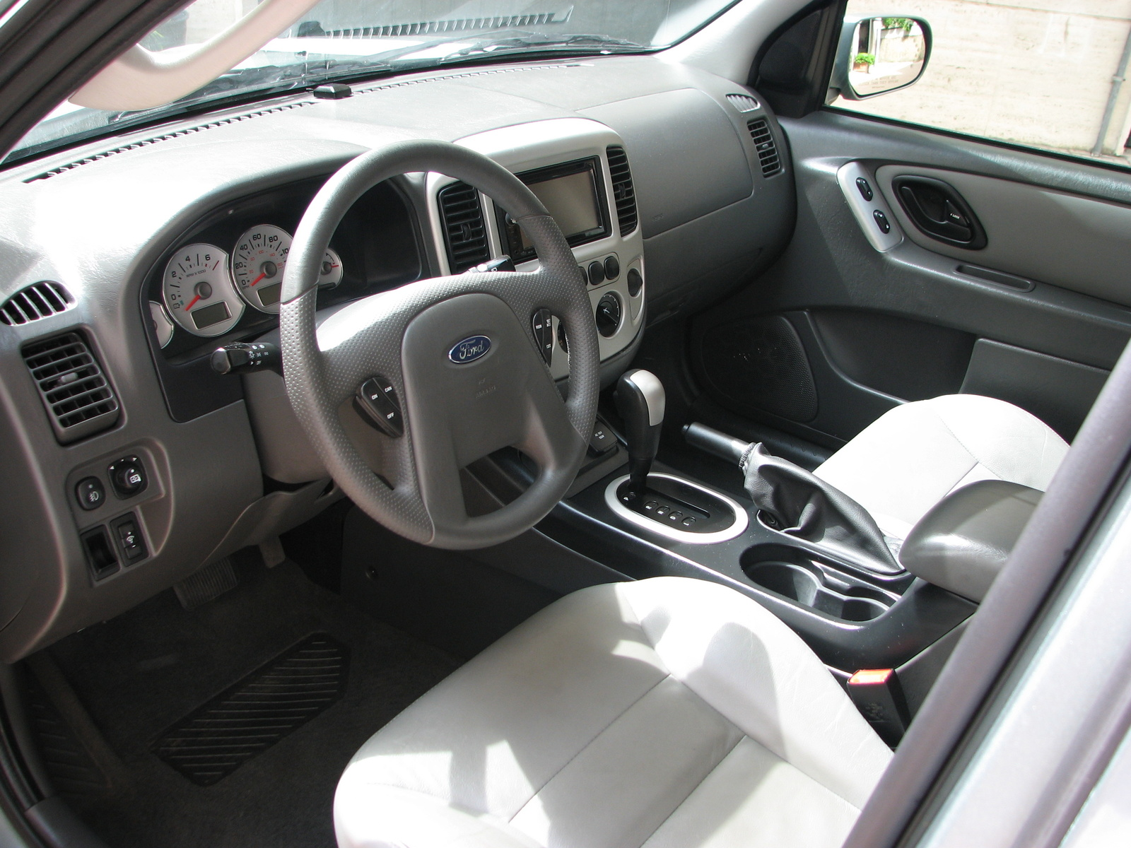 2006 Ford Escape Hybrid 10