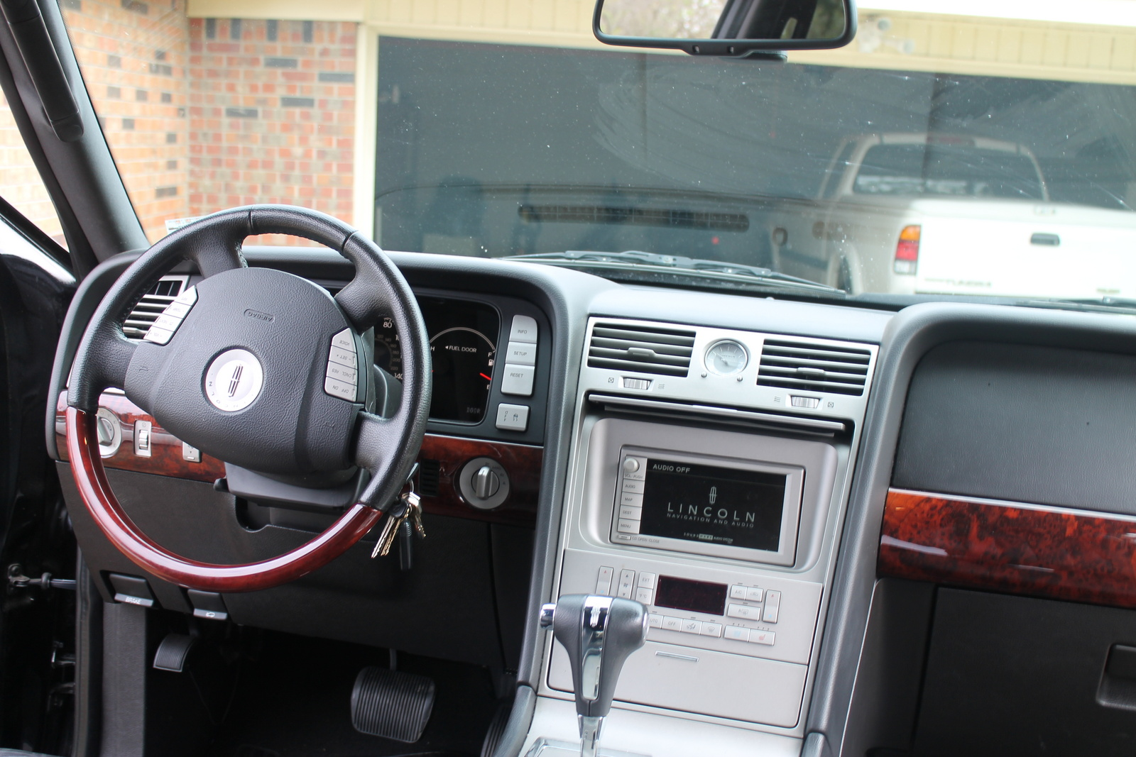 for item suv sold image lincoln feb ultimate auction navigator