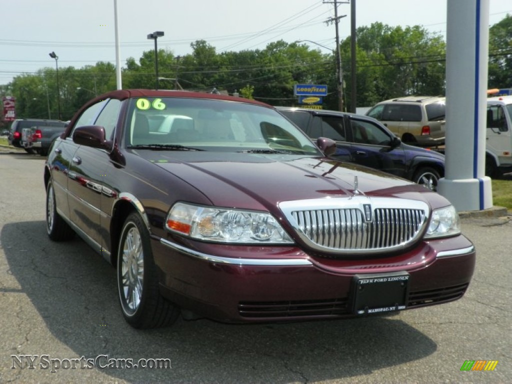 2006 Lincoln Town Car Image 16