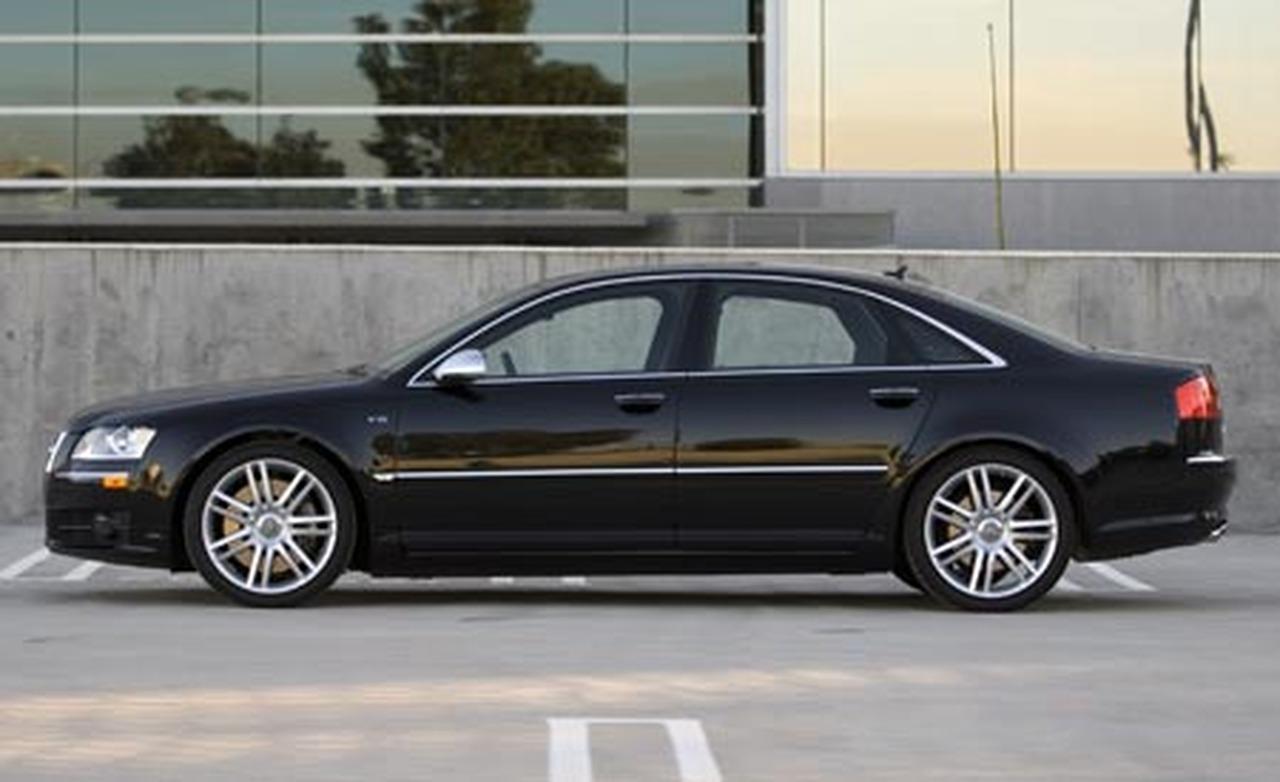 2007 Audi S8 Image 12