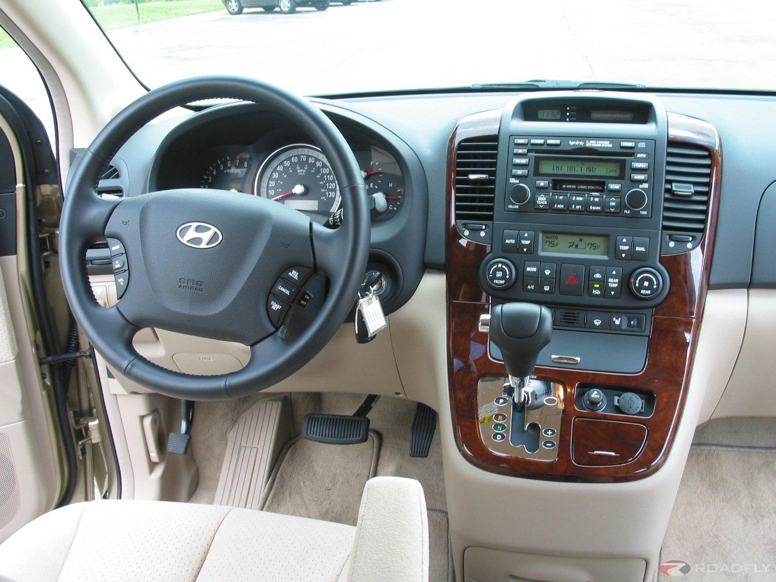 2007 Hyundai Entourage 17