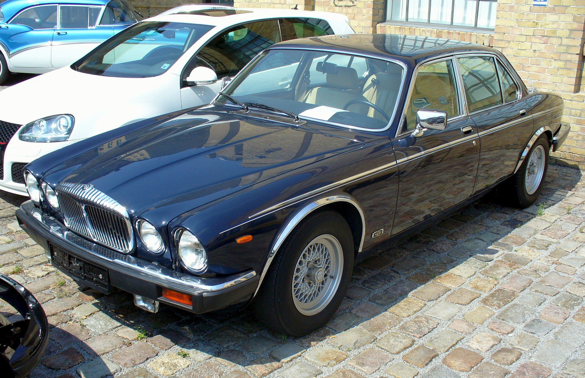 Jaguar XJ-Series #10