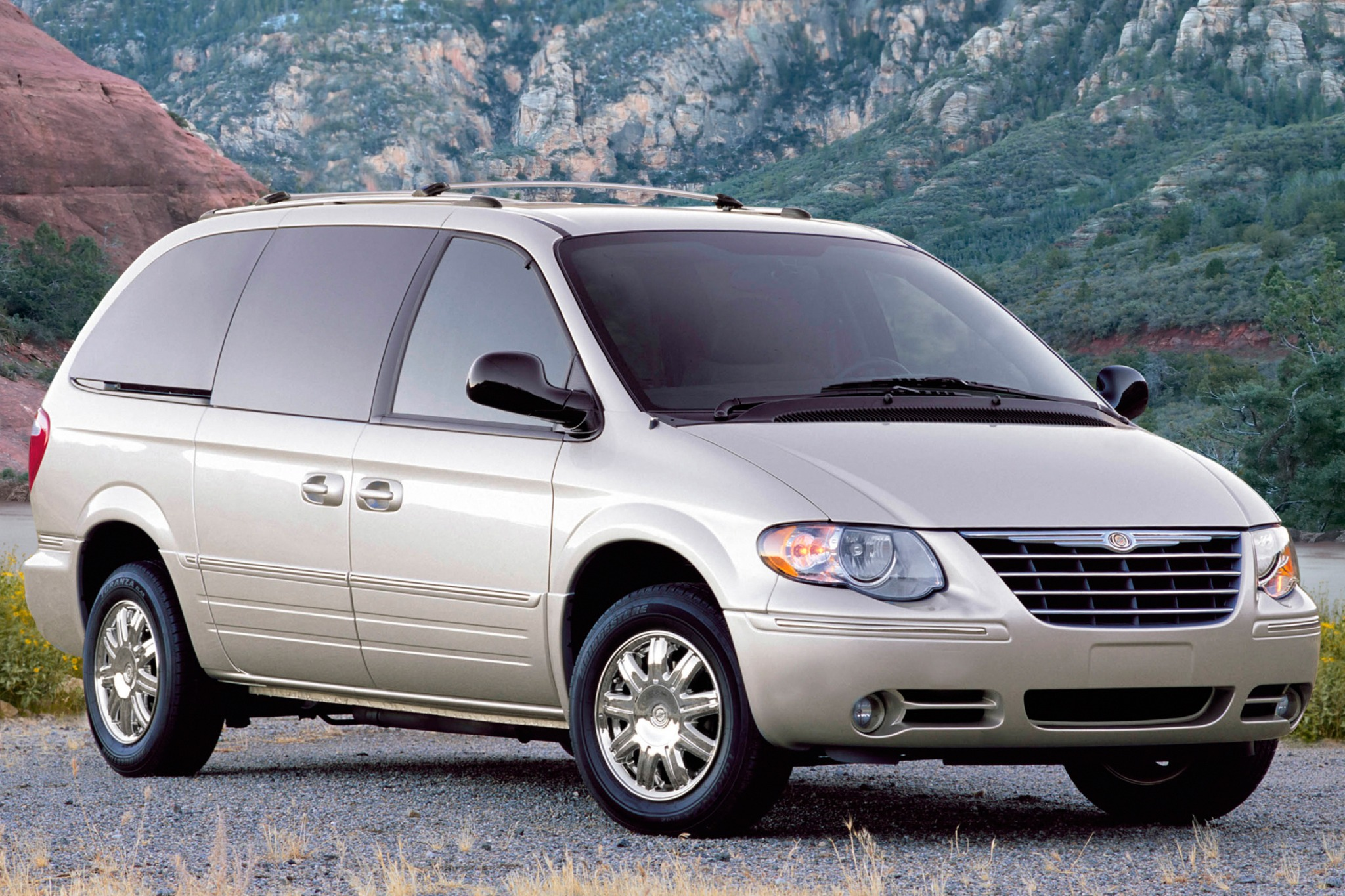 2007 Chrysler Town and Co exterior #4