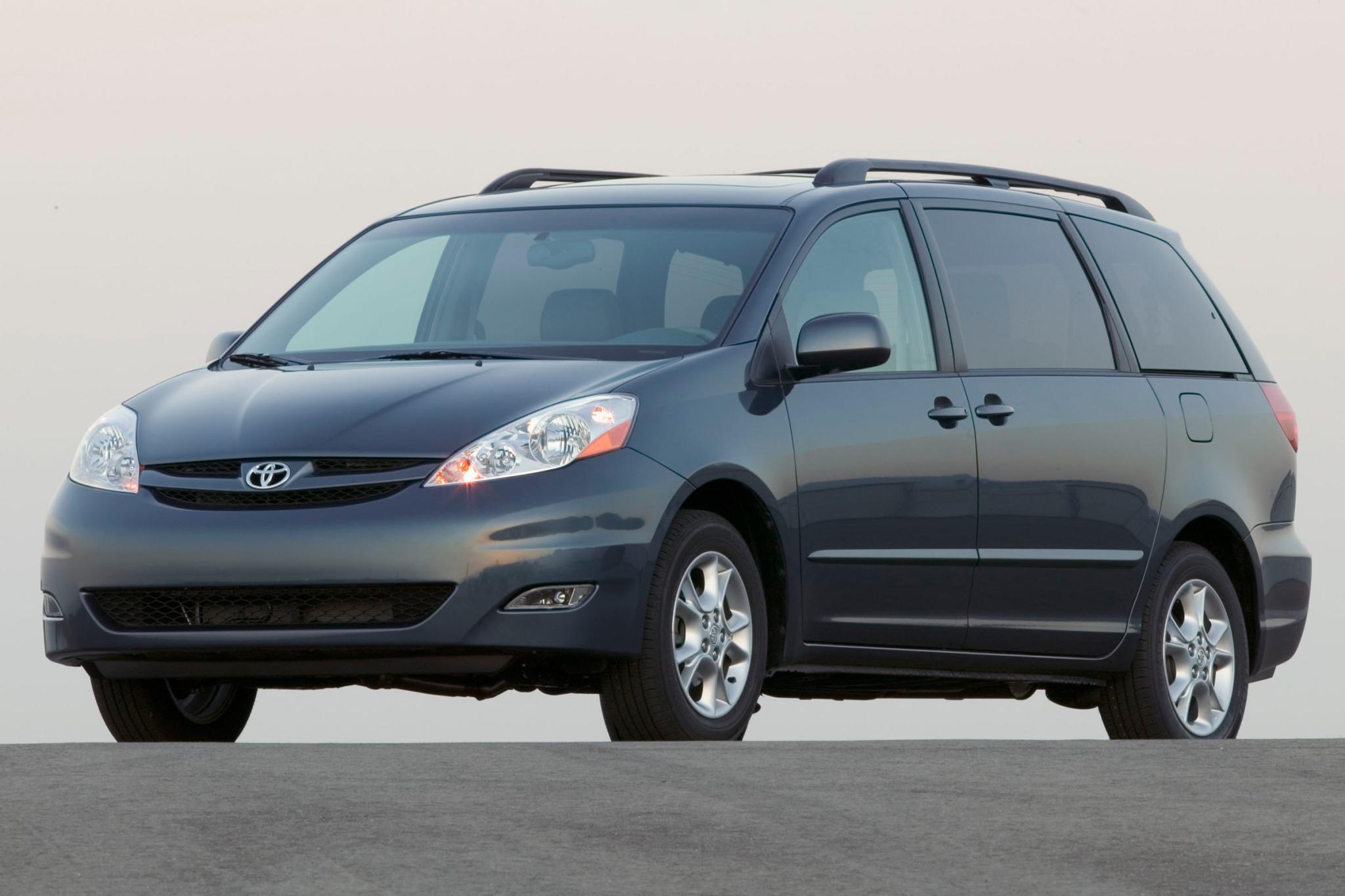 2007 Toyota Sienna Image 2